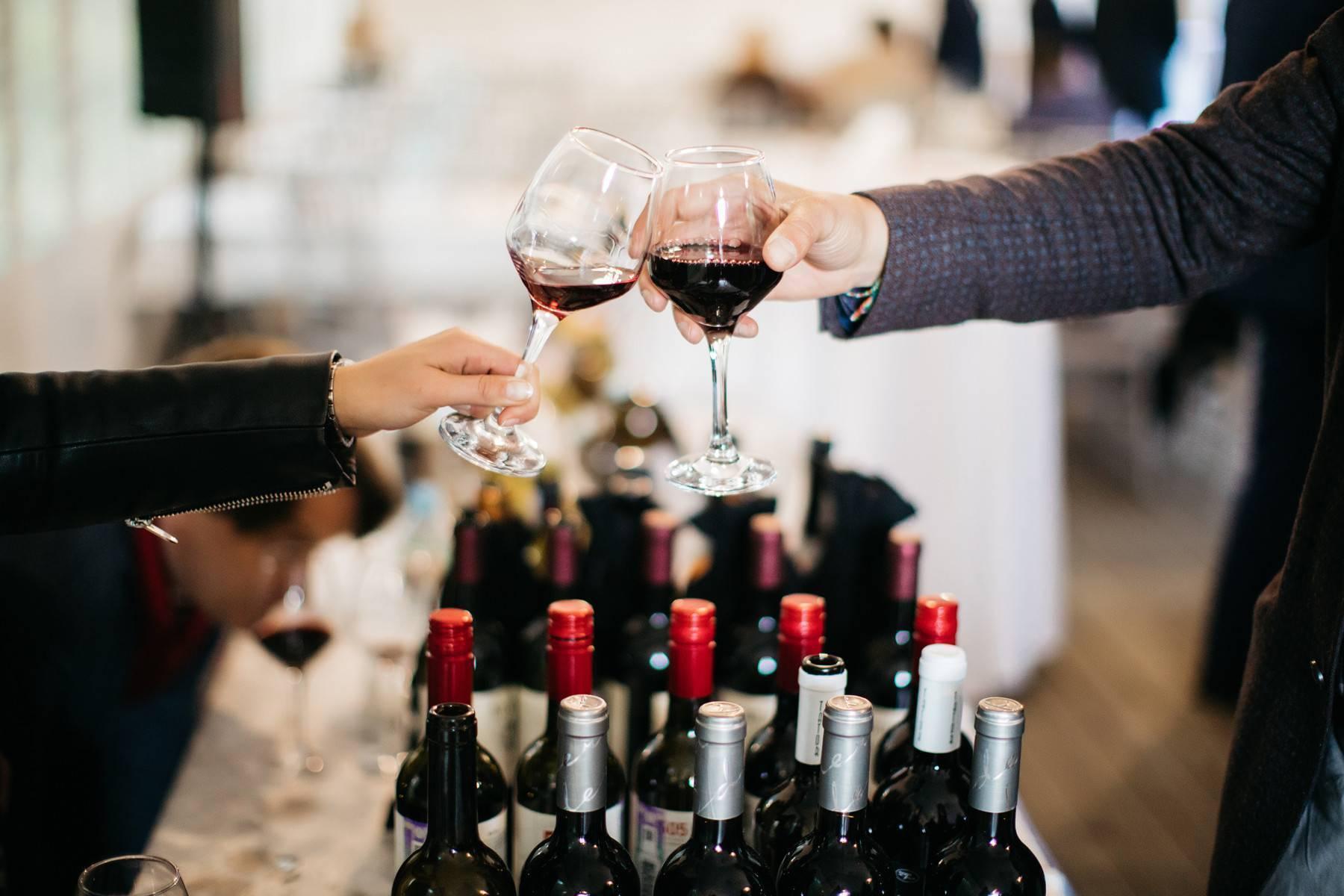 Как правильно дегустировать вино: цвет, вкус и запах