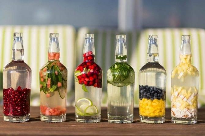 На чём и как настоять самогон: рецепты на травах, фруктах и ягодах