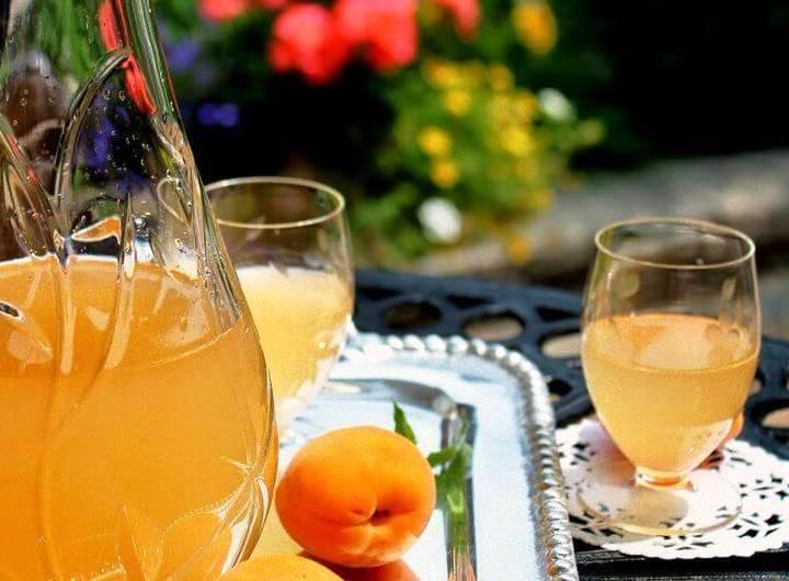 Кусочек лета в бокале — наливка из абрикосов и коктейли на ее основе. Как приготовить в домашних условиях?