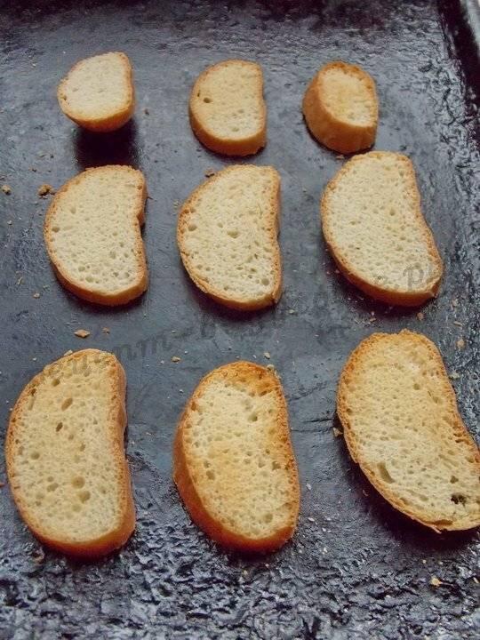 Гренки из хлеба в духовке с чесноком