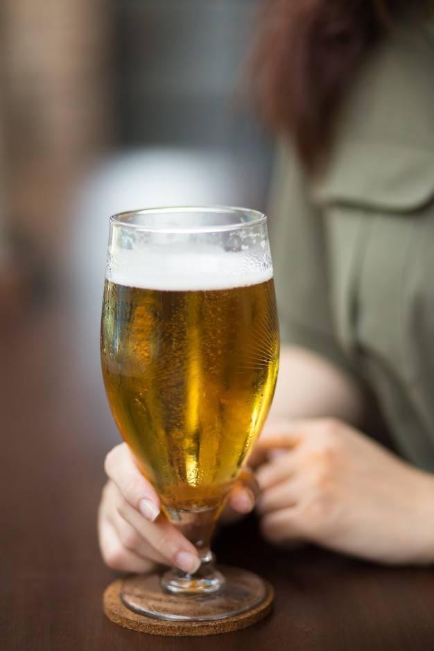 Стаканы для пива: матовые и прозрачные, красивые варианты на ножке