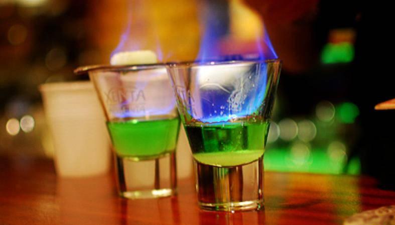 Зачем поджигают абсент — история алкоголя