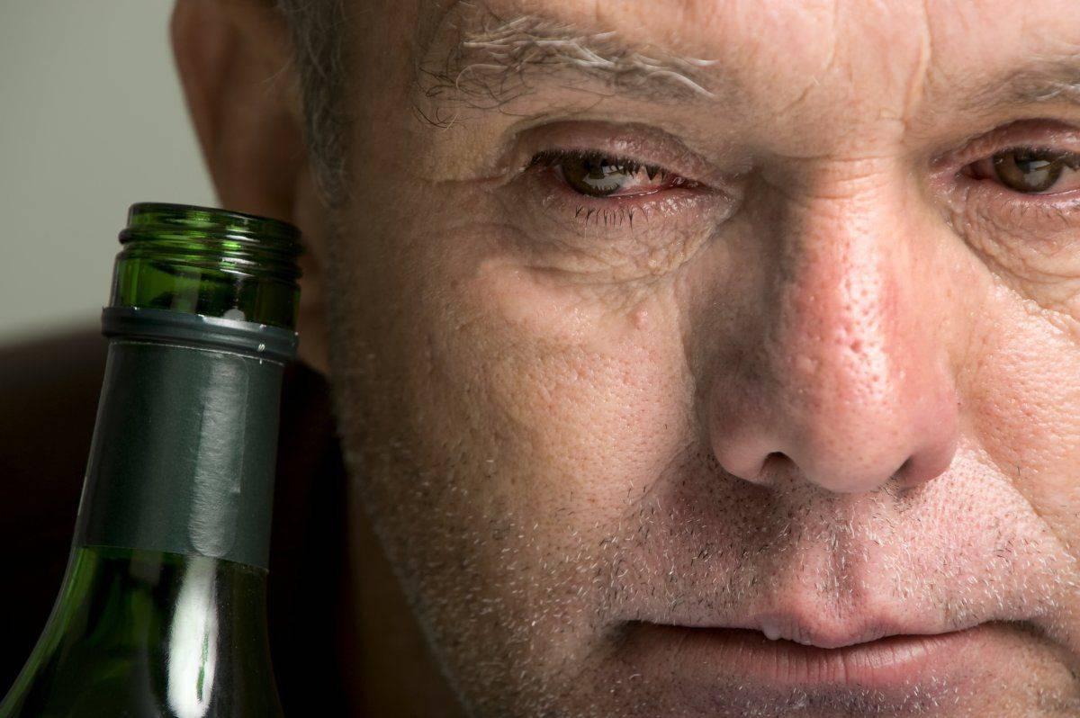 Как быстро убрать отечность лица после алкоголя