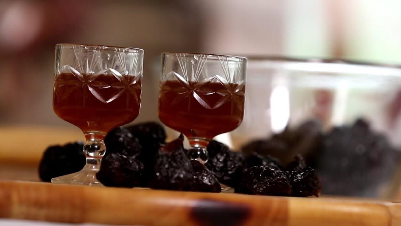 Коньяк из чернослива в домашних условиях: как сделать по рецепту, фото, видео