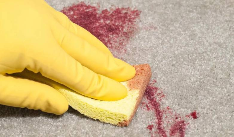 Как быстро и без следа отстирать пятно от красного вина?