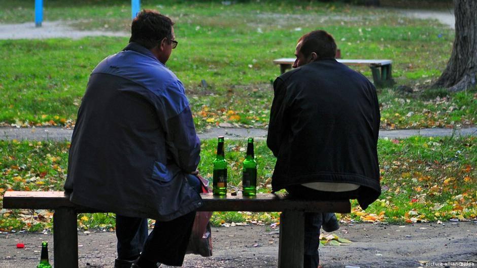 Какая ответственность предусмотрена законом за распитие спиртных напитков в общественном месте?