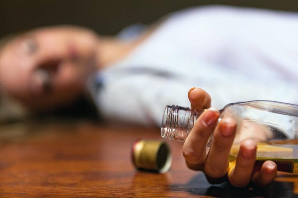 Очень сильное отравление алкоголем. можно ли пить водку при пищевом отравлении. что такое алкогольная интоксикация