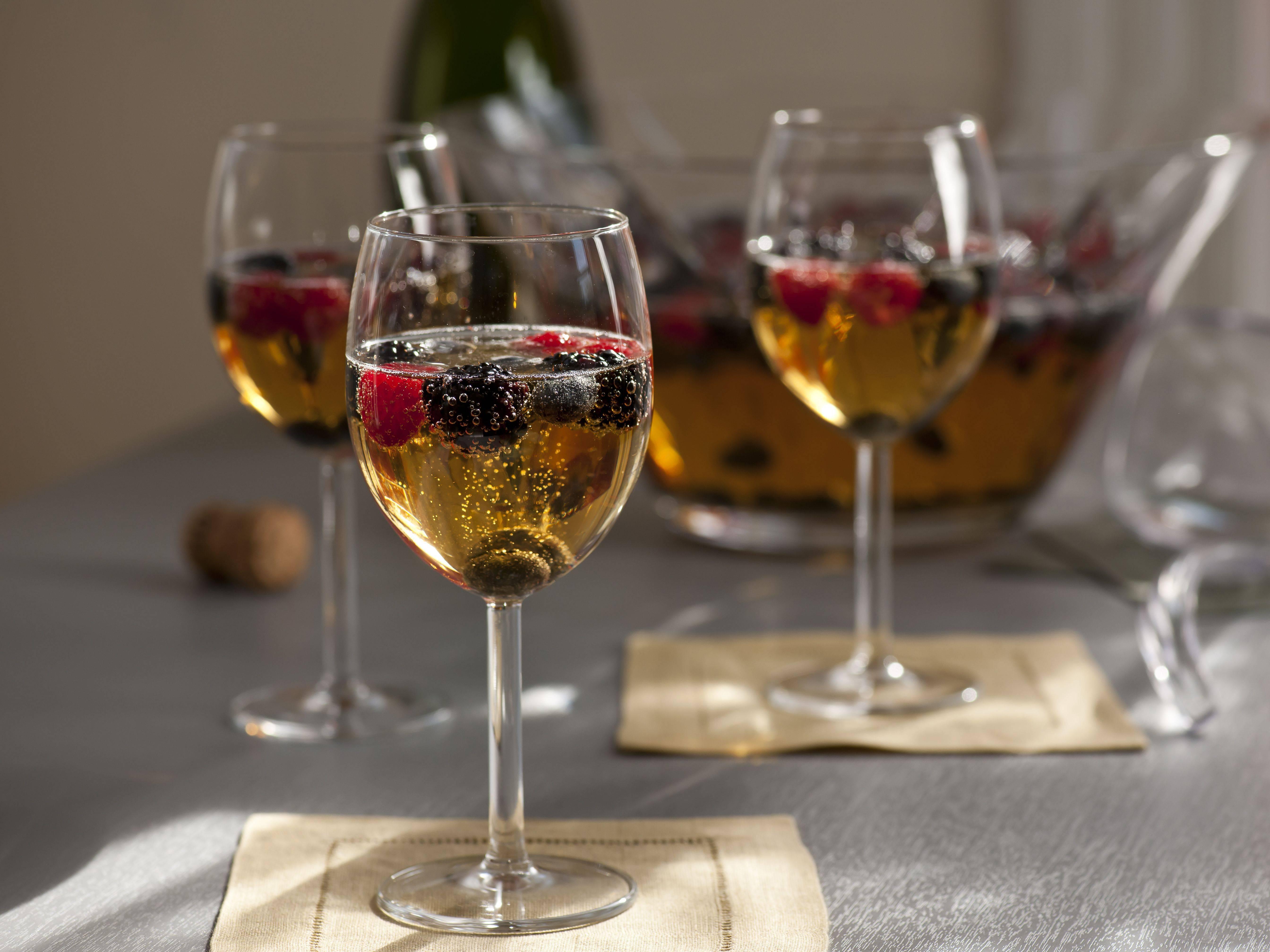 Чем закусывают красное вино: лучшие закуски по версии playboy