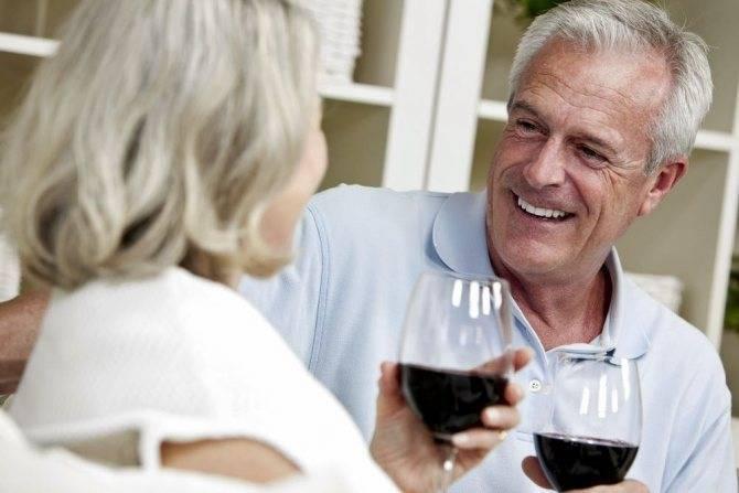Как белое и красное вино влияет на сосуды: расширяет или сужает их просветы?