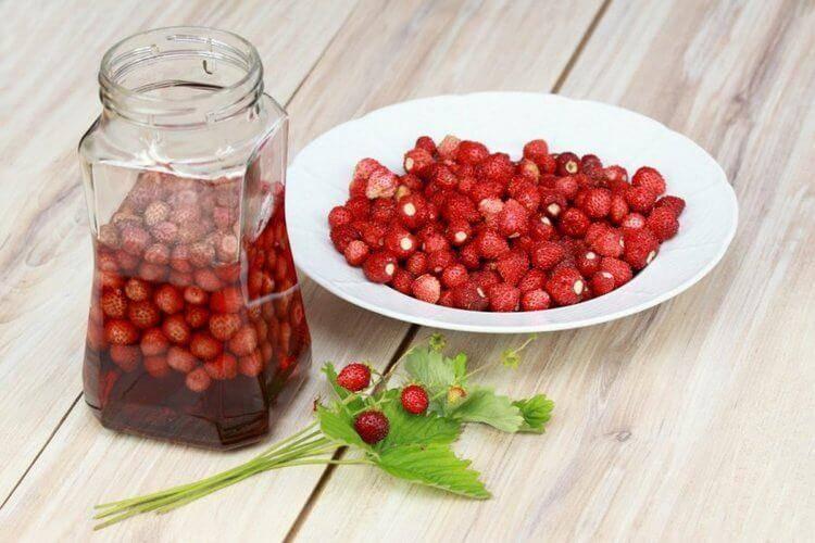 Настойка из клубники: 5 рецептов в домашних условиях