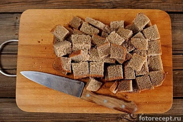Сколько и при какой температуре сушить сухари в духовке для закуски или в салат