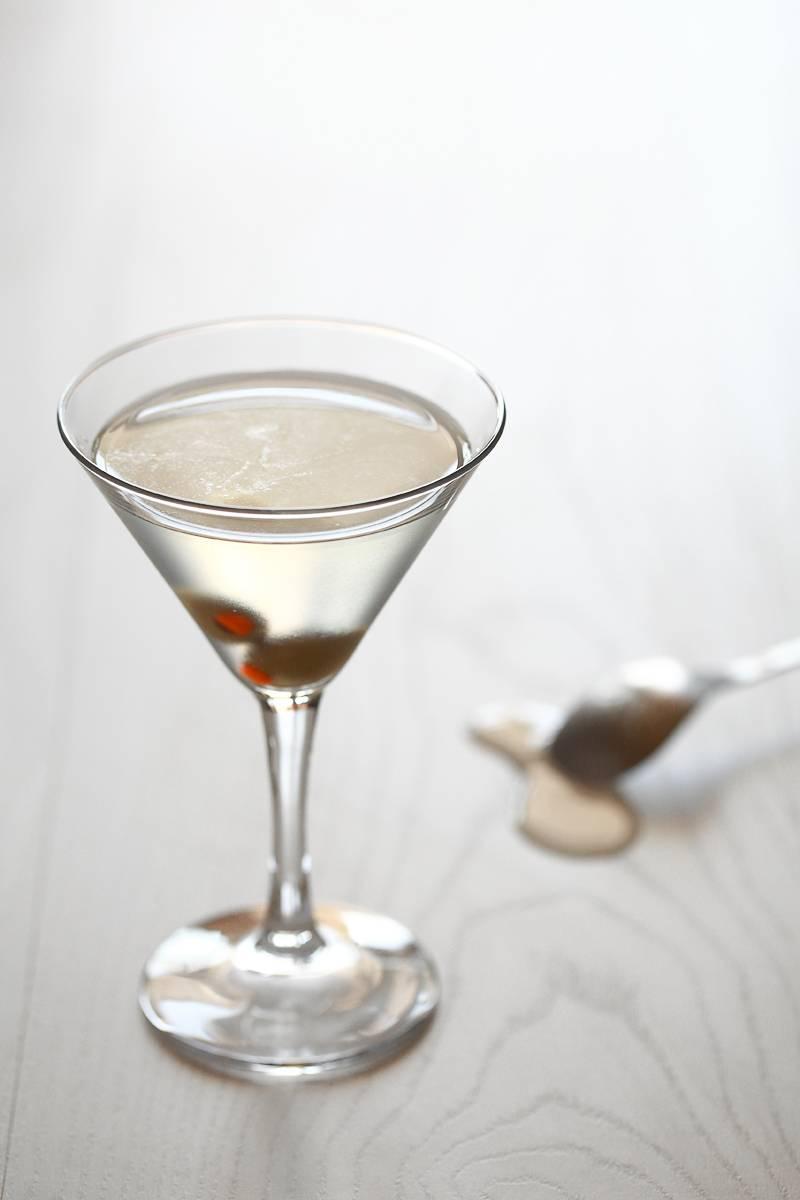 Как выбрать мартини для коктейлей: с чем лучше сочетается и как их красиво подать