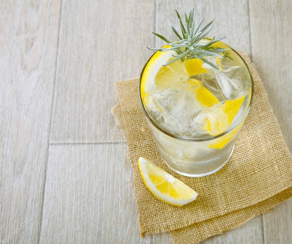 Несколько рецептов алкогольных коктейлей с апельсиновым соком