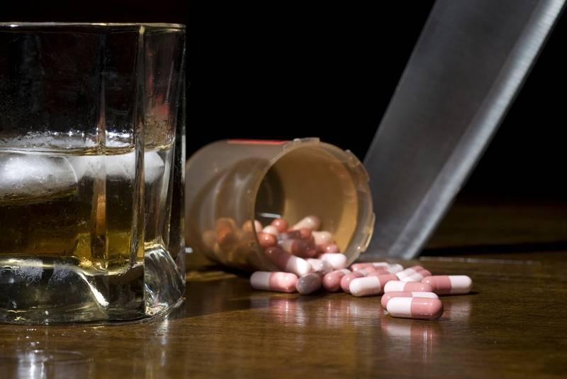Можно ли мезим с алкоголем перед застольем и последствия