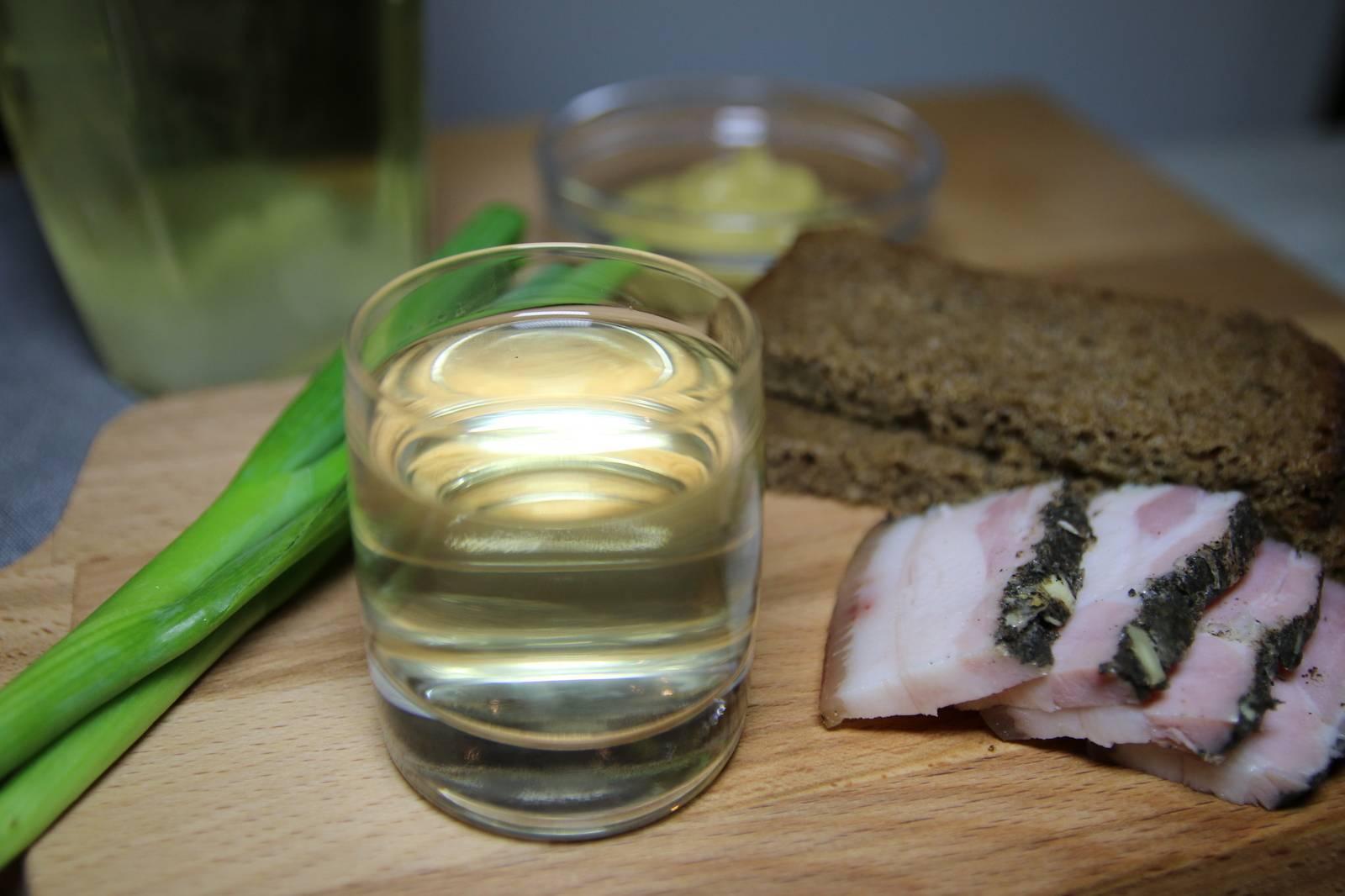Настойка на хрене - хреновуха: рецепты на водке и самогоне