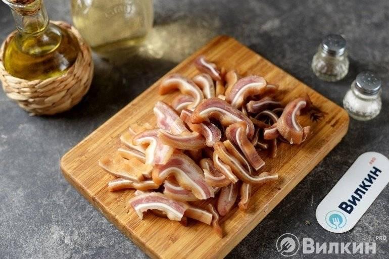 Свиные уши. рецепты приготовления по-корейски, китайски, в духовке, прессованные, в холодце с морковью. фото
