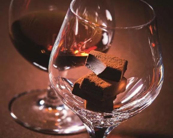Шоколадный коньяк: рецепт в домашних условиях из водки, из самогона, шоколадная гора