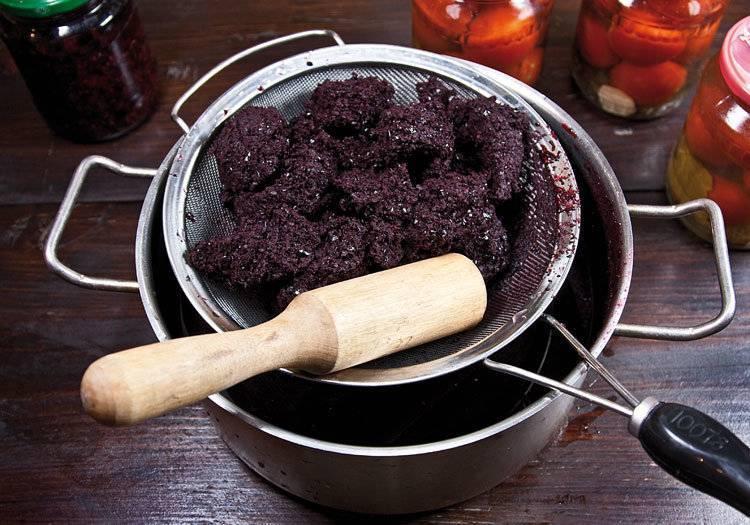 Вино из черноплодной рябины в домашних условиях: простой рецепт