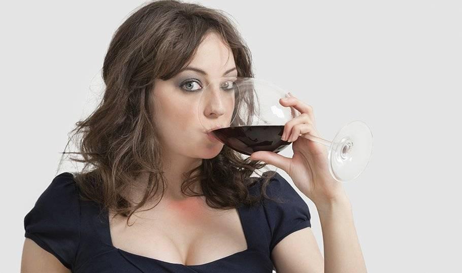 Почему от красного вина болит голова? причины и лечение