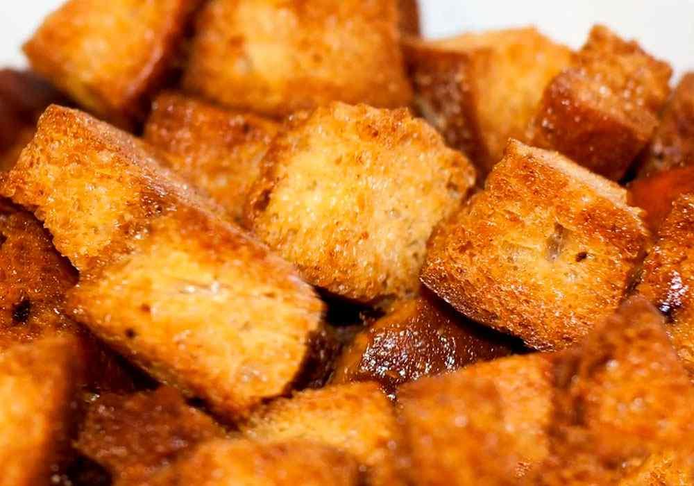 Домашние сухарики в духовке со специями: 3 быстрых рецепта