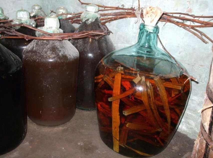 Как настоять водку на миндальных орехах. настаиваем самогон на миндале. правила употребления самогона на миндале