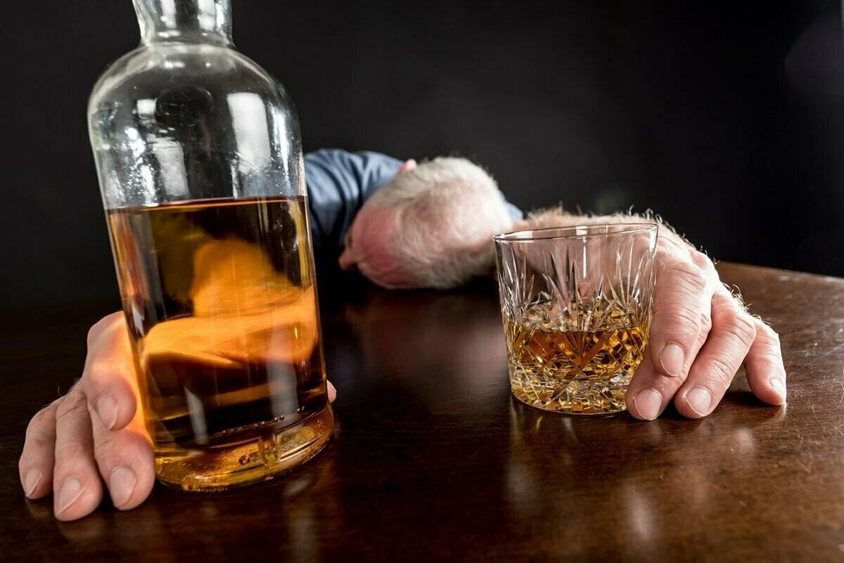 Алкоголь и снотворное: можно ли смешивать, возможные последствия