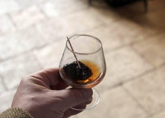 Домашний коньяк из самогона с черносливом: рецепты