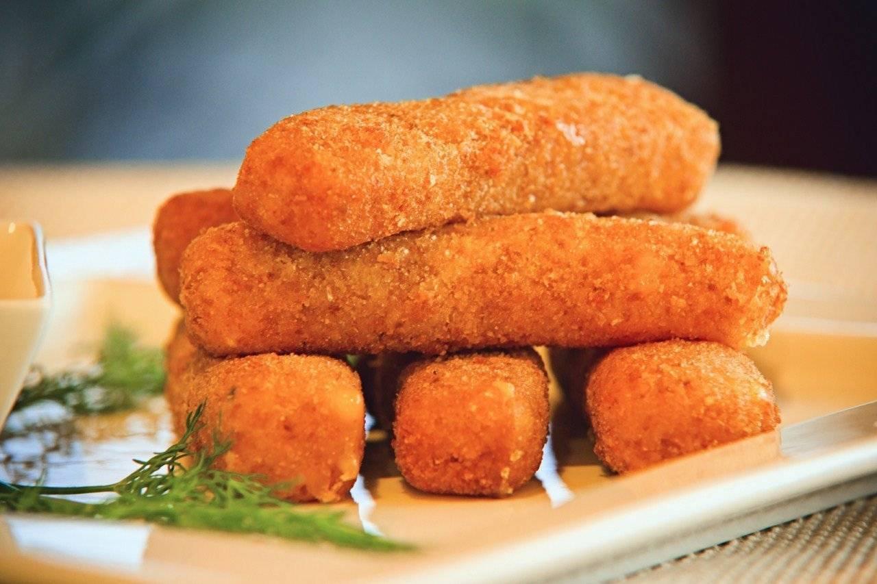 Фаршированные крабовые палочки - пошаговый рецепт с фото. приготовить крабовые палочки фаршированные плавленым сыром, творогом, яйцом, шпротами, грибами, печенью трески - лучшие рецепты начинки.