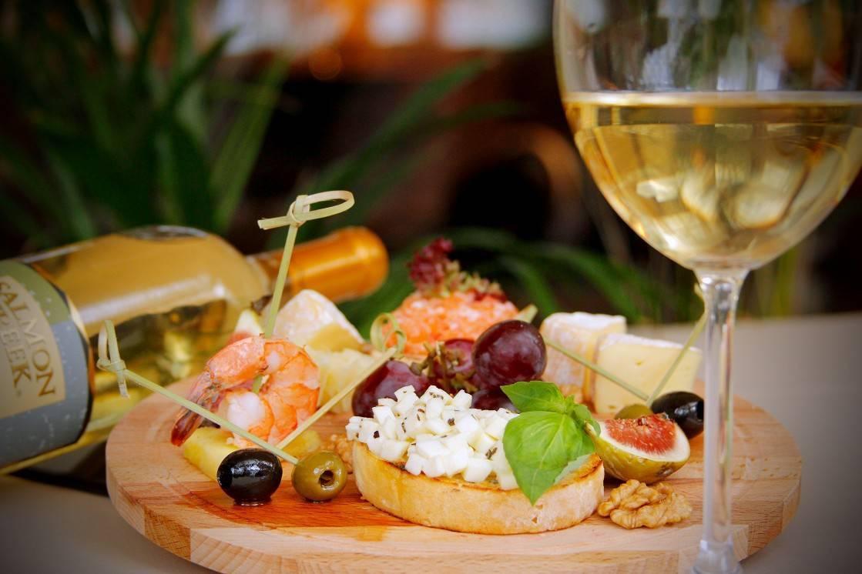 Закуска к мартини — с чем пьют этот вид вермута