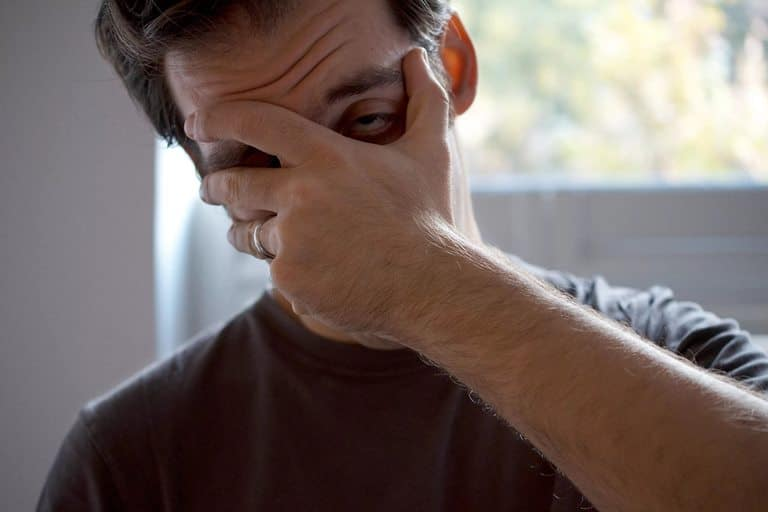 Как снять опухлость и освежить лицо с похмелья