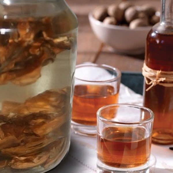 Настойка грецкого ореха на водке: чем она полезна для здоровья?