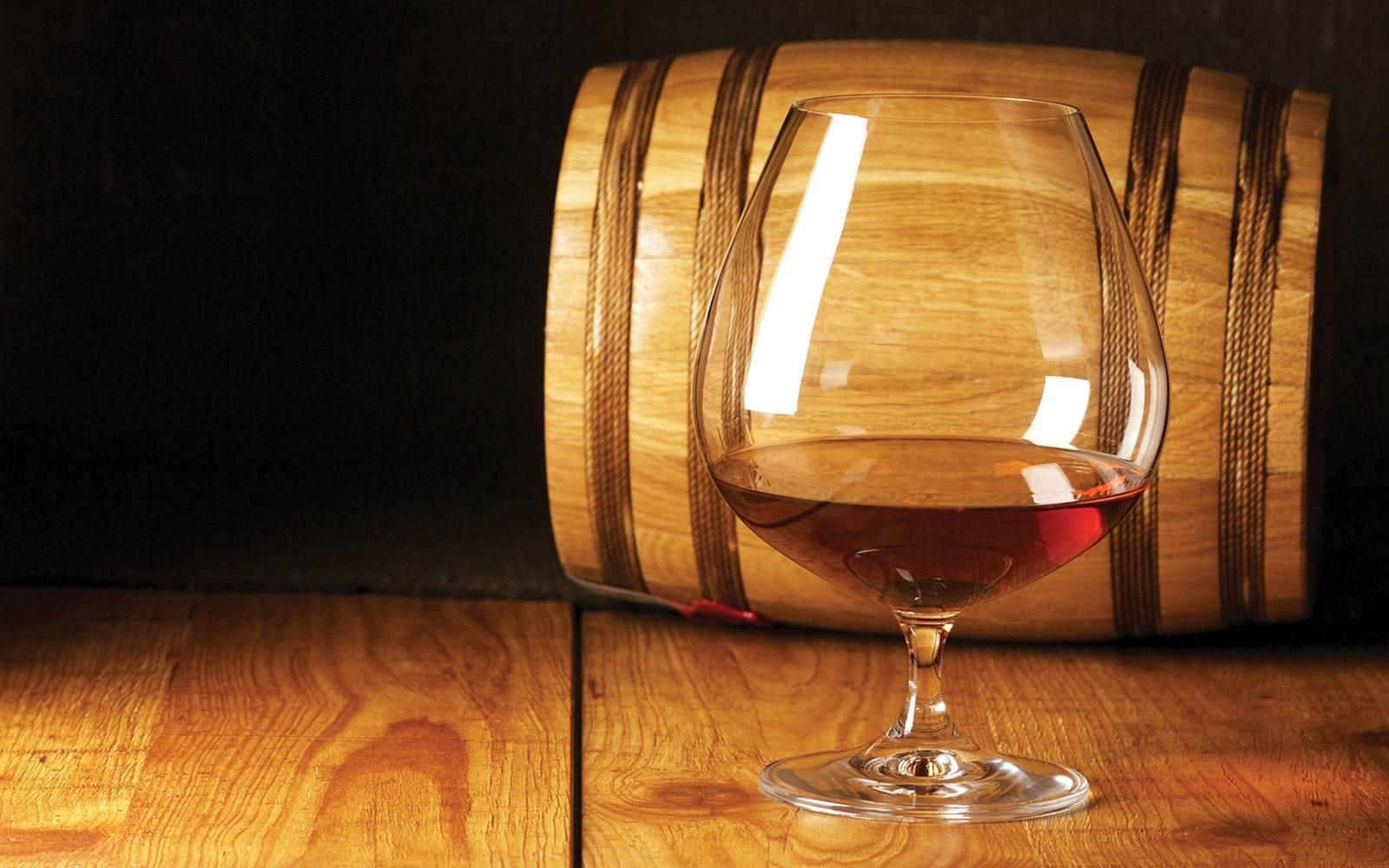 Что лучше, безопаснее — водка, виски, вино или коньяк по степени вреда для здоровья, сосудов? что лучше виски или коньяк