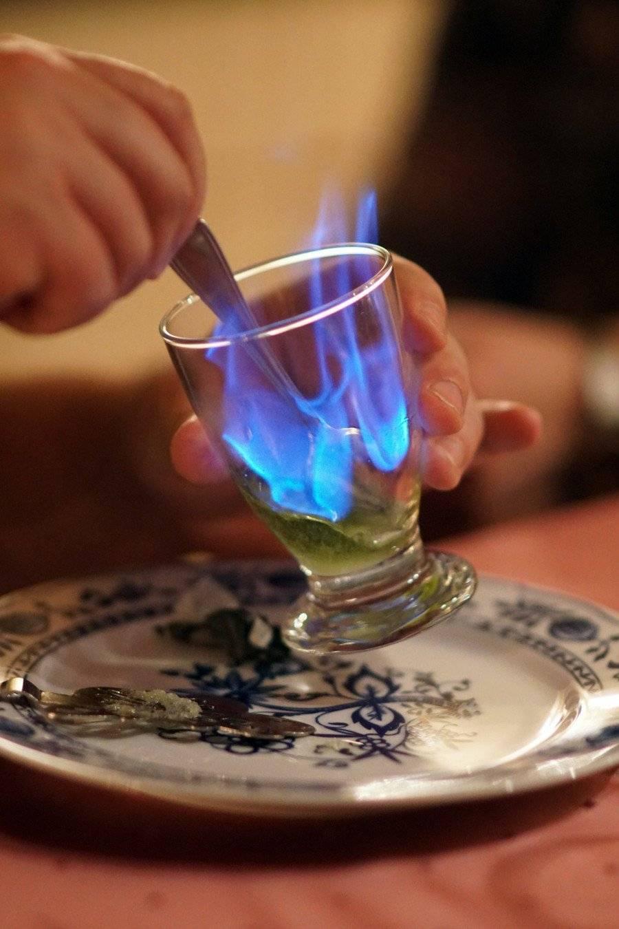Чем закусывать и как пить абсент: выбираем лучшие закуски под absinth