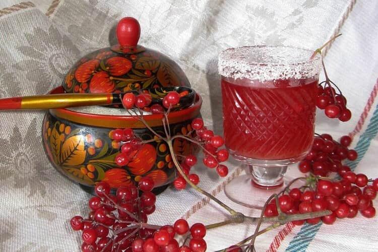 Ароматное вино, полезные настойки, сладкие наливки из калины