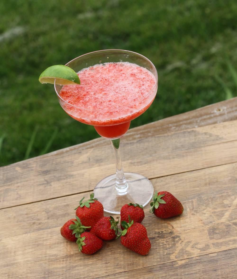 Клубничный коктейль - рецепты молочного напитка для детей и для взрослых с алкоголем - будет вкусно! - медиаплатформа миртесен