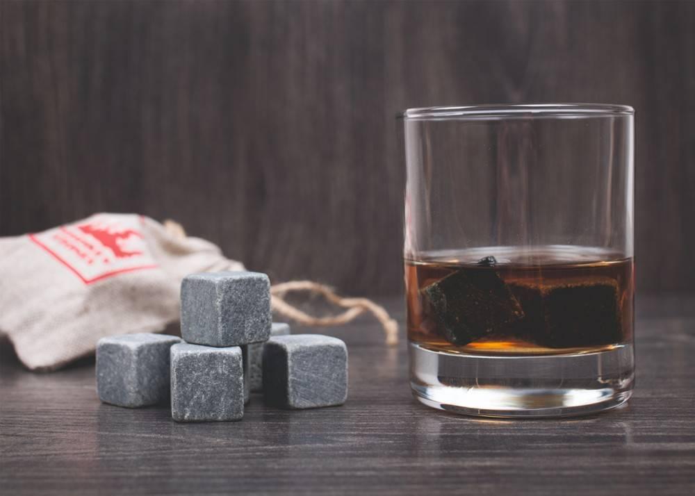 Охлаждающие камни для виски обычный лед больше не в моде
