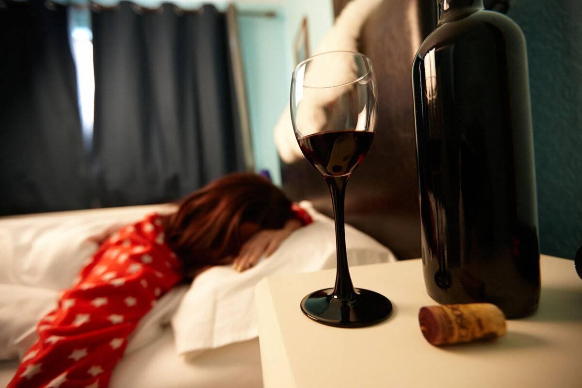 Почему от вина болит голова — возможные причины