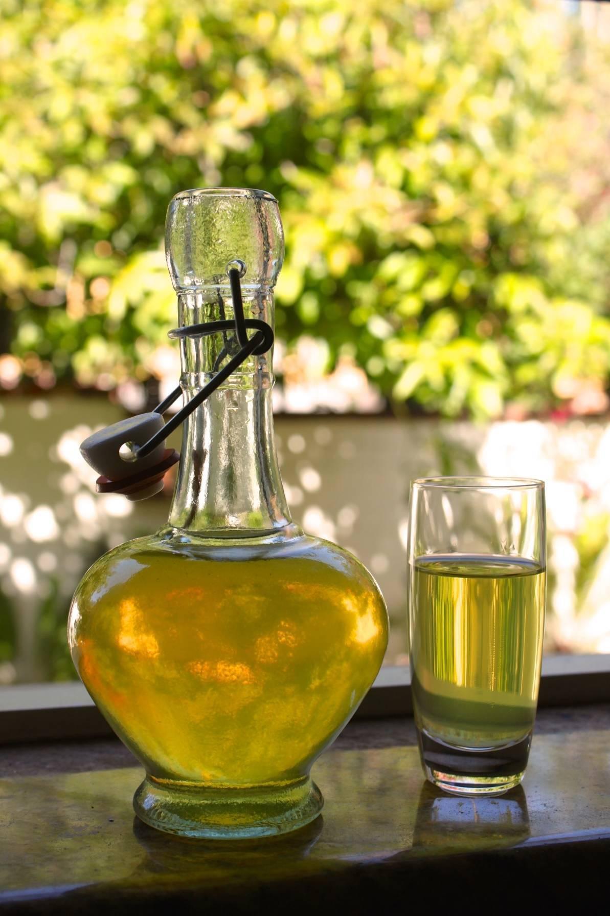 Как сделать ликер лимончелло в домашних условиях. лучшие рецепты напитка лимончелло пошагово с фото. как правильно пить лимончелло. рецепты коктейлей с лимончелло. лимончелло в домашних условиях: рецепты, как пить