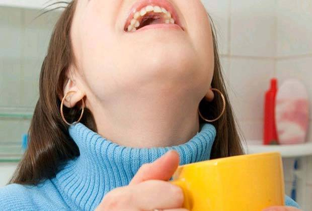 Алкоголь при ангине, можно ли полоскать горло водкой?