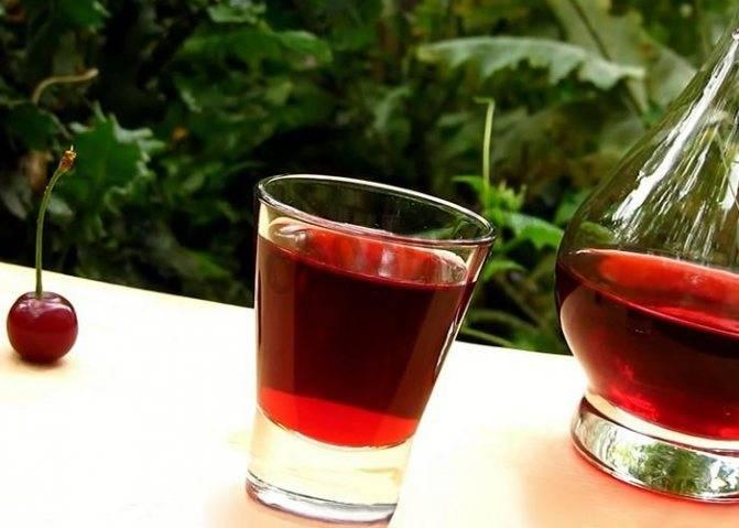 Малиновая настойка: простой рецепт наливки на малине и водке, самогоне в домашних условиях