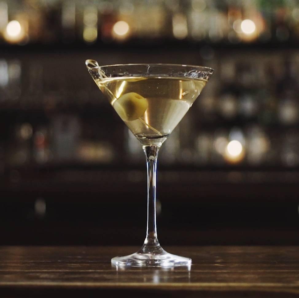 Мартини с водкой смешать но не взбалтывать. состав, пропорции и рецепт приготовления. простой рецепт коктейля «грязный мартини»