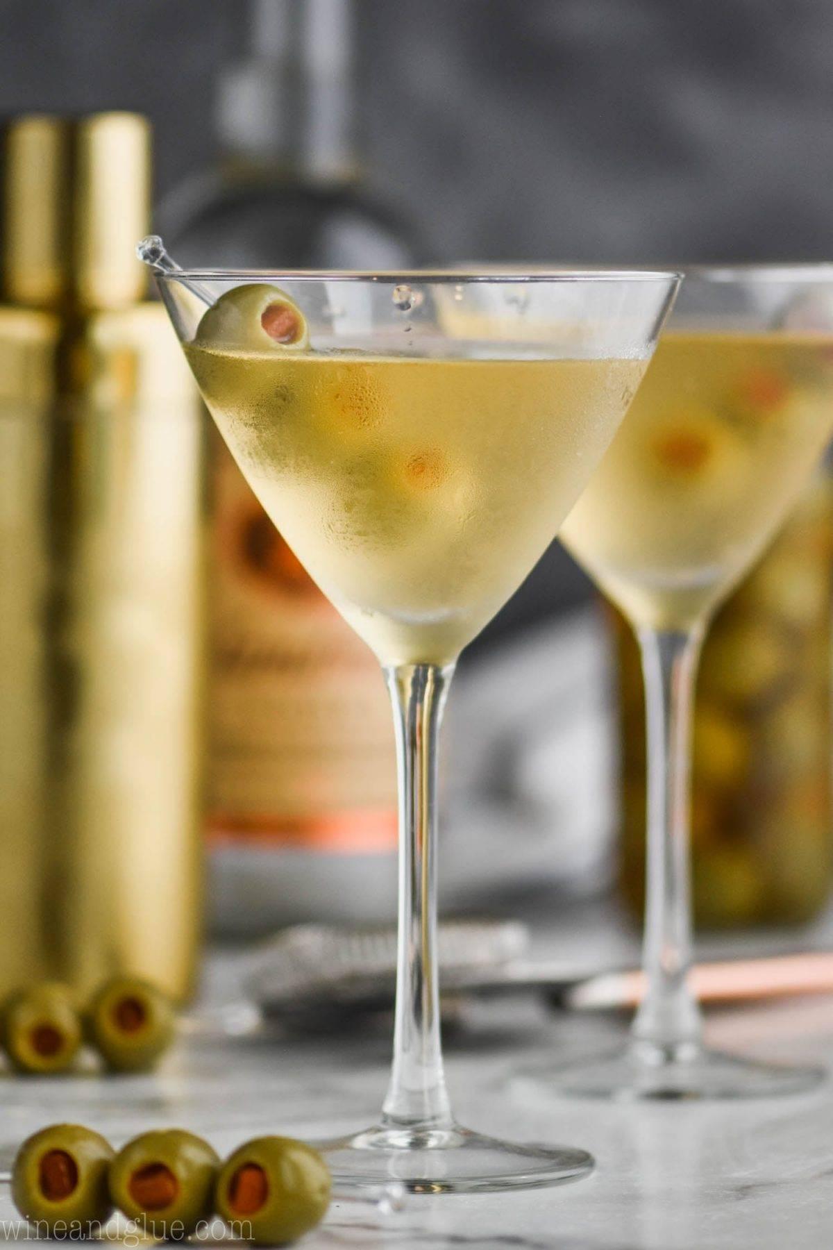 Как правильно пить и закусывать мартини — советы playboy