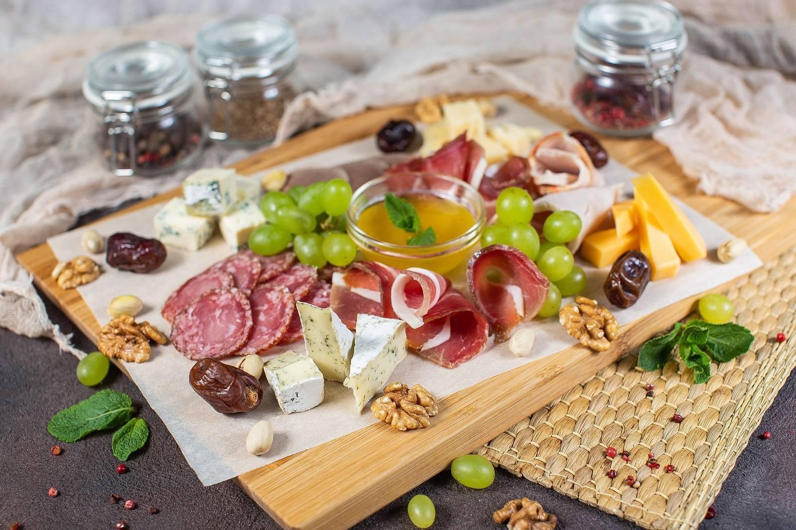Низкокалорийная закуска к вину: тонкости выбора продуктов