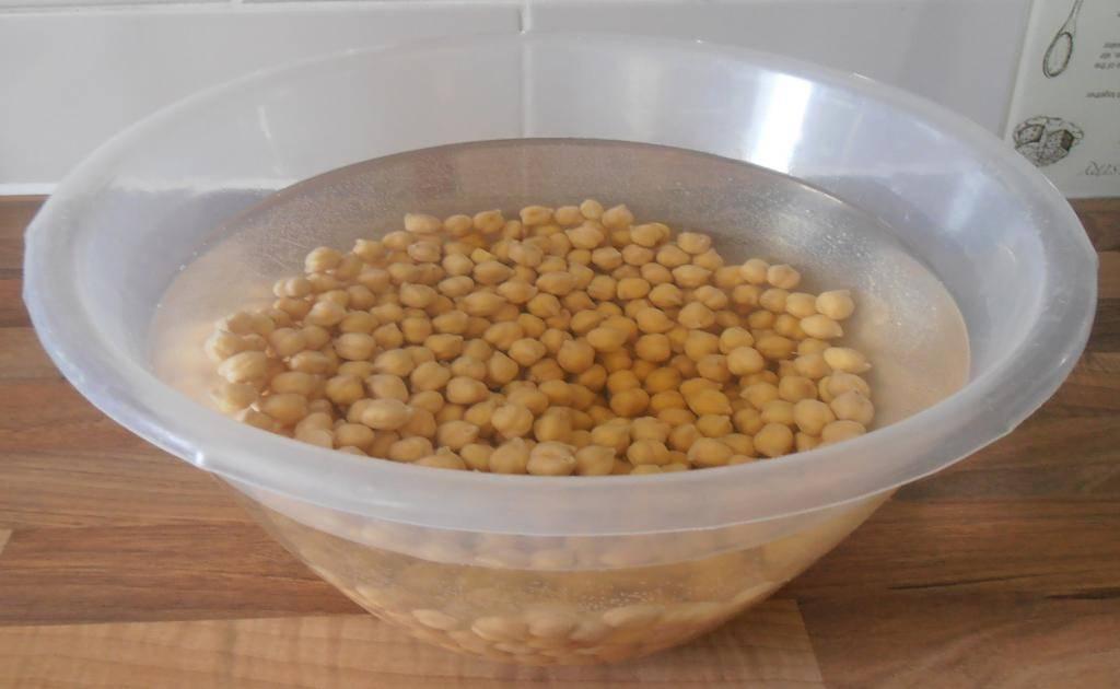 Приготовить брагу и самогон из гороха в домашних условиях