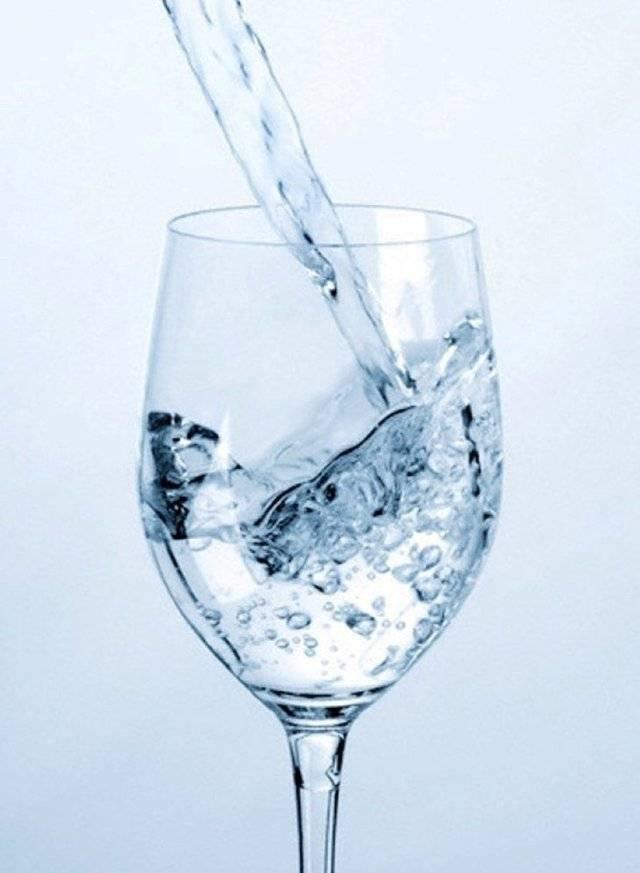 Зачем и как разбавлять вино водой