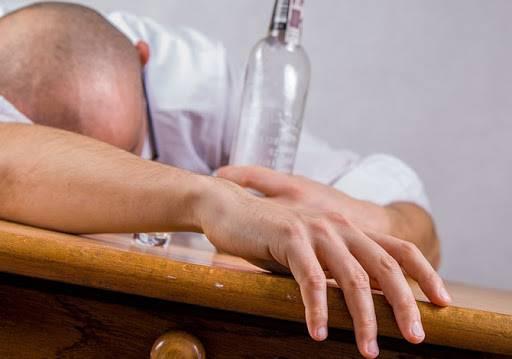 Алкогольная эпилепсия - симптомы, диагностика, неотложная помощь при припадке, лечение в клинике и дома