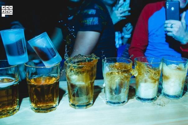Особенности приготовления и взрывной характер коктейля глубинная бомба: 4 лучших рецепта