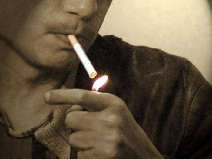 Как можно избавиться от запаха сигарет в квартире