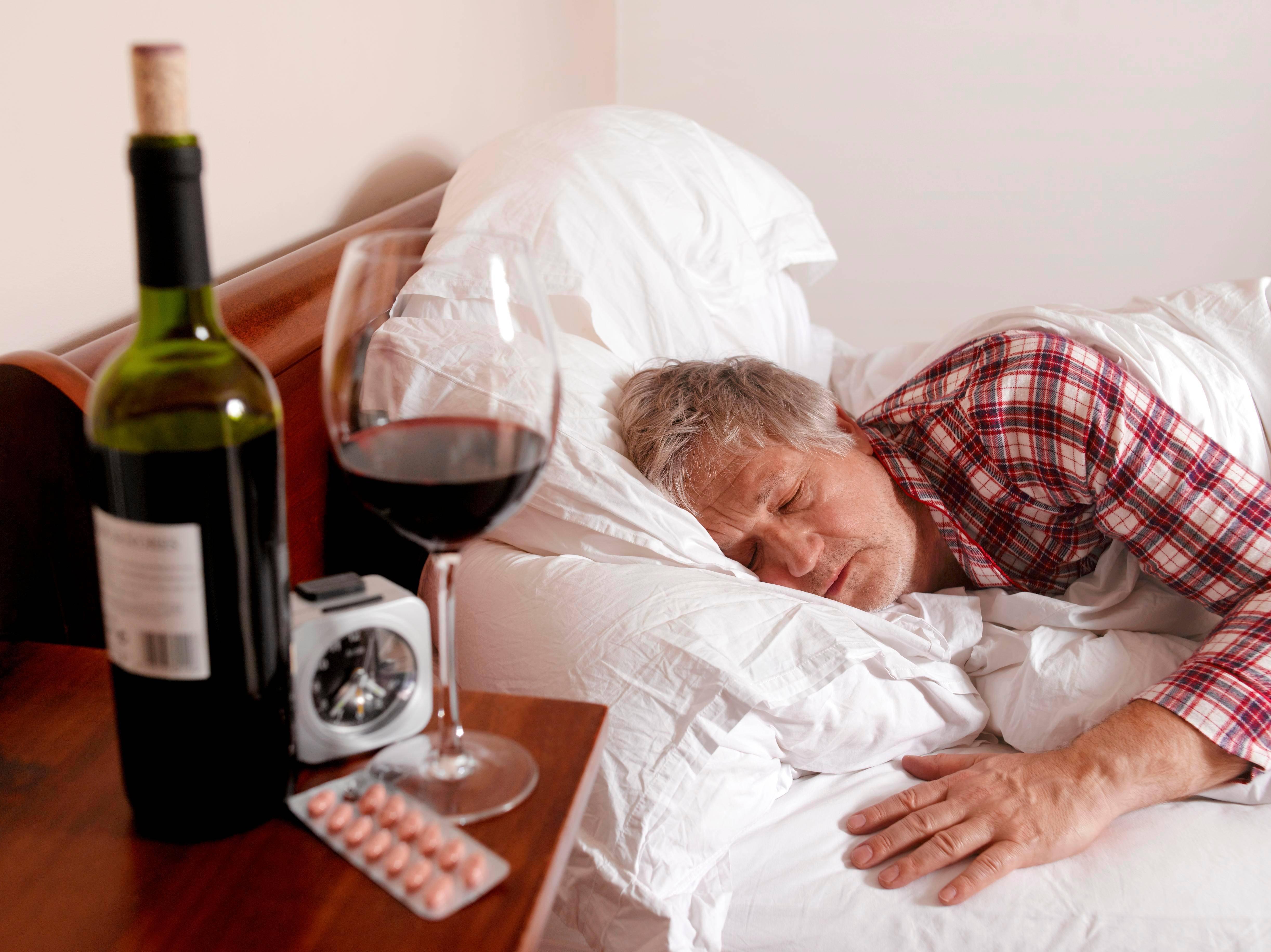 Может ли бывший алкоголик после лечения пить как все?