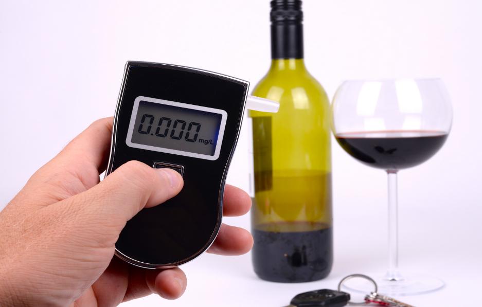 Как обмануть алкотестер и допустимые промилле: через сколько можно за руль